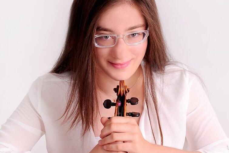 Wybitna skrzypaczka Veriko Tchumburidze będzie gościem specjalnym koncertu Enigmatyczna Brytania