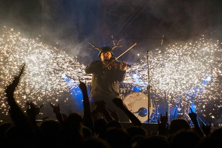 Każdy występ Jelonka to prawdziwe show, ukazujące zupełnie nowe oblicze skrzypiec