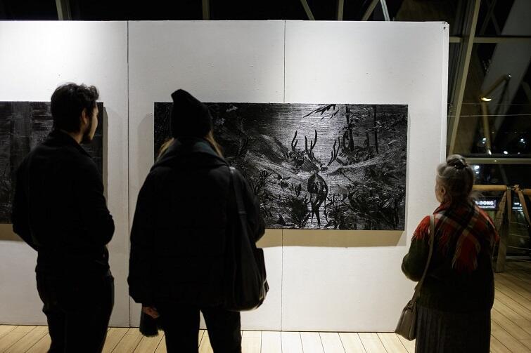 - Jest to malarstwo działające gestem, stanowiące prawie formę płaskorzeźb - mówi o pracach Agaty Kublik, kuratorka Galerii w Klubie Żak - Agata Nowosielska