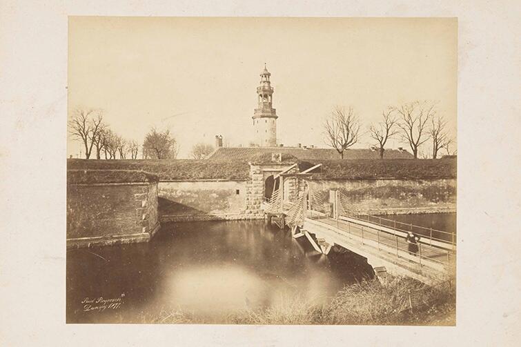Twierdza Wisłoujście w 1887 r. z hełmem na szczycie `łysej` dziś wieży