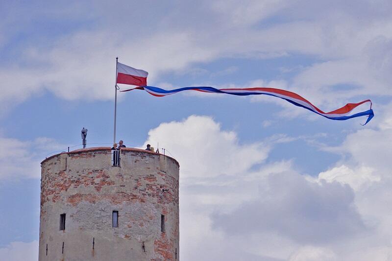 Wieża i kamieniczki Fortu Carre w Twierdzy Wisłoujście - jeśli hełm zostanie odbudowany zniknie doskonały punkt widokowy...