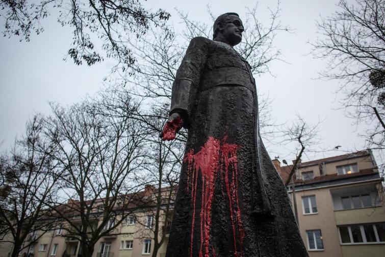Pomnik zmarłego w 2010 r. ks. Henryka Jankowskiego zostanie usunięty?