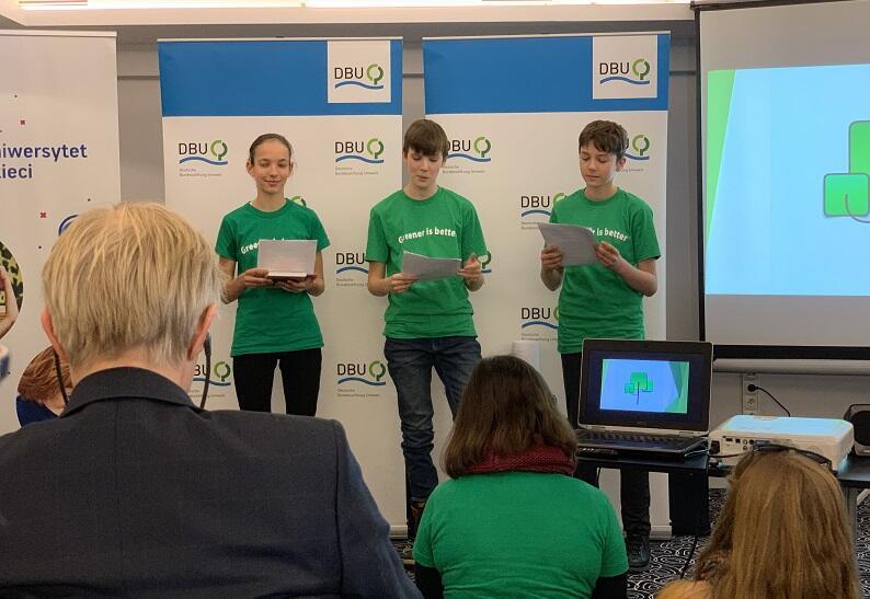 Gdańscy uczniowie podczas konferencji prasowej towarzyszącej szczytowi klimatycznemu ONZ w Katowicach