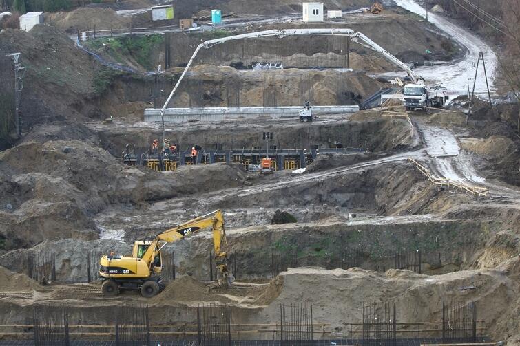 W ramach inwestycji rozpoczęła się budowa mostu nad Potokiem Siedleckim