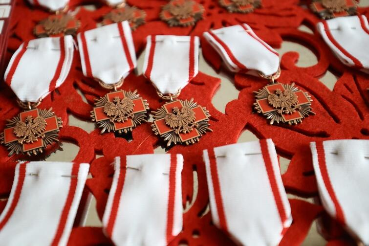 W tym roku obchodzimy 60-lecie Honorowego Krwiodawstwa Polskiego Czerwonego Krzyża. Z tej okazji w różnych miastach Polski odbywały się uroczyste gale z udziałem znakomitych gości i najbardziej zasłużonych krwiodawców