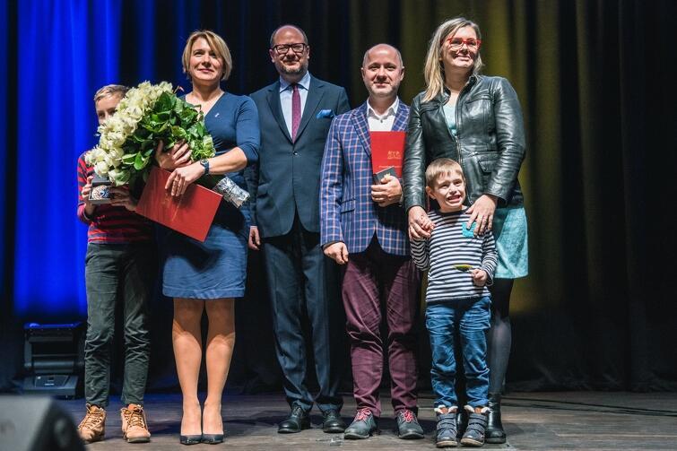 Laureaci drugiej edycji Gdańskiej Nagrody Równości: (od lewej) Dorota Zabłudowska, Krzysztof Skrzypski i Ewa Patyk