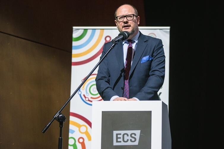 Prezydent Paweł Adamowicz podczas gali wręczenia nagrody w Europejskim Centrum Solidarności