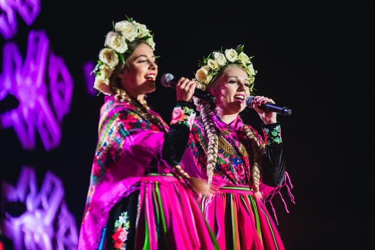 Tulia - żeńska grupa wykonująca muzykę folkową zachwyciła barwnymi, ludowymi strojami