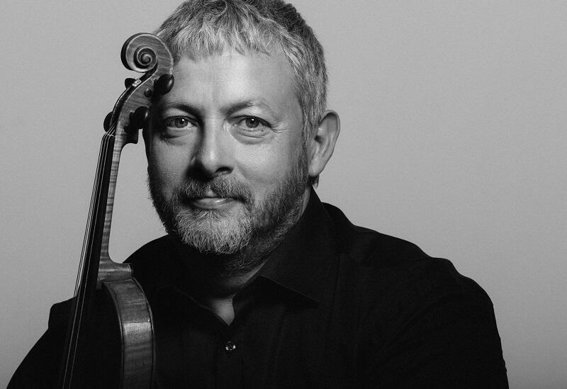Skrzypek i dyrygent Fabio Biondi przygotował program złożony z opracowań antyfony maryjnej Salve Regina, skomponowanych przez Vivaldiego, Galuppiego, Hassego i Porporę. Koncert 12 grudnia