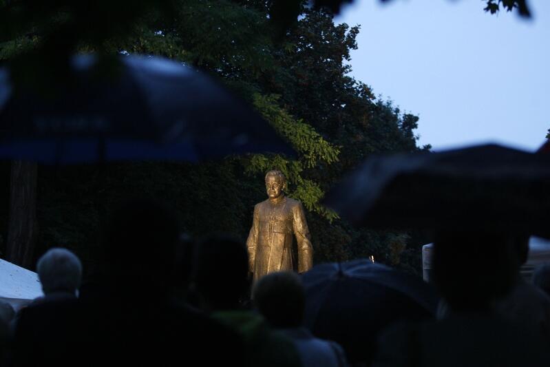 Uroczystość odsłonięcia i poświęcenia pomnika księdza prałata Henryka Jankowskiego, zmarłego w 2010 roku kapelana Solidarności  i wieloletniego proboszcza Bazyliki św. Brygidy w Gdańsku 31 sierpnia 2012 roku