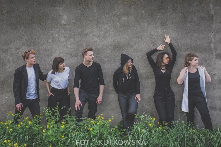 Do Pięć szóstych należą studenci Akademii Muzycznej w Gdańsku. Śpiewają a'capella pop, jazz i funk