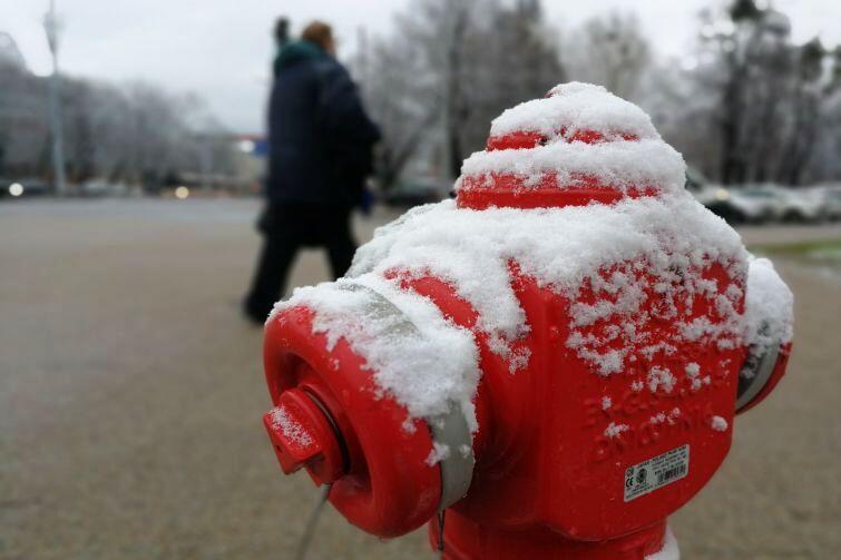 Mimo dodatniej temperatury cały dzień śnieg utrzymywał się