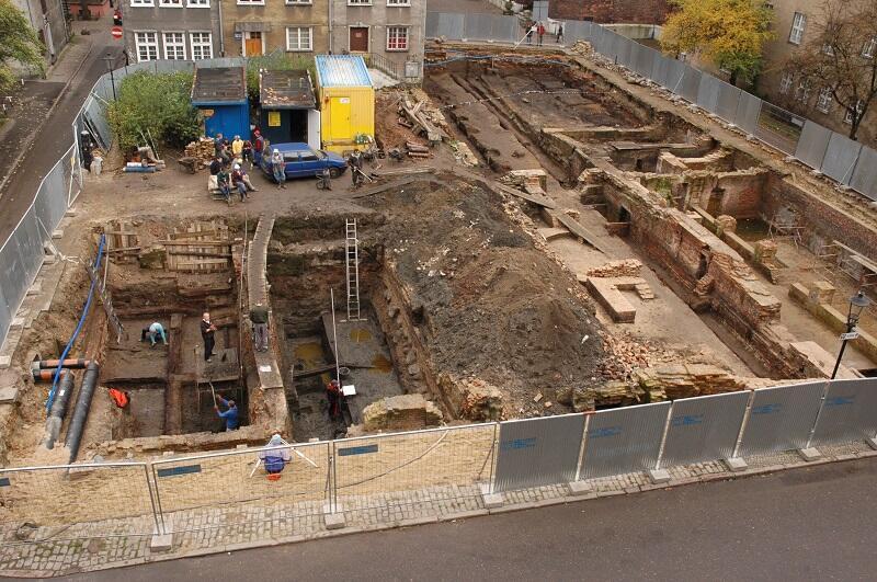Badania archeologiczne przy ul. Św. Ducha trwały z przerwami dwa lata