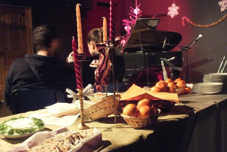Domowe potrawy, rodzinna atmosfera i muzyka to tradycja Wigilii Jazzowej w Windzie