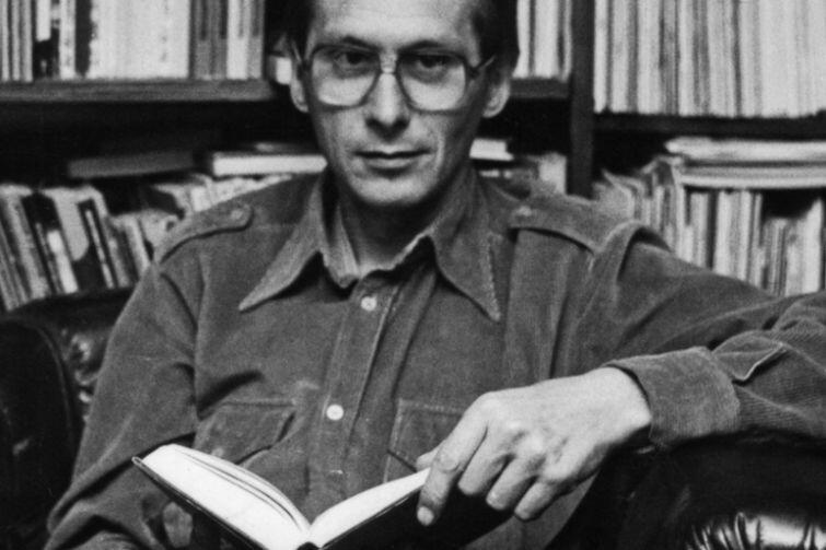Andrzej Krzysztof Waśkiewicz był cenionym poetą, krytykiem literackim, prozaikiem, publicystą i edytorem. Jego dorobek literacki to ponad 40 książek