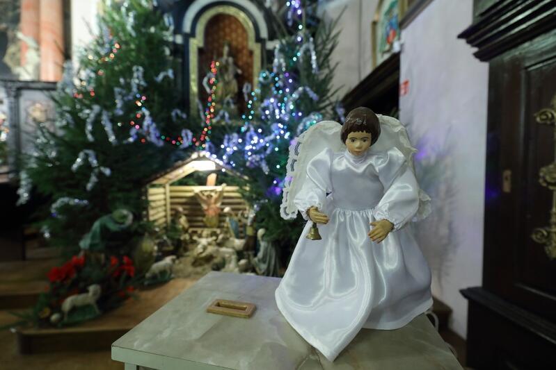Szopka w kościele parafii pw. św. Ignacego Loyoli przy ul. Brzegi 49. Więcej o samym kościele