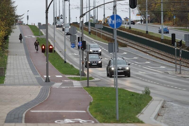Sprawna komunikacja to ważny element naszego codziennego życia. Tak wygląda ścieżka rowerowa wzdłuż ul. Bulońskiej