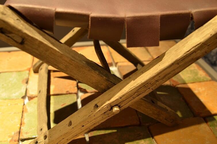 Średniowieczne krzesło odnalezione w latrynie