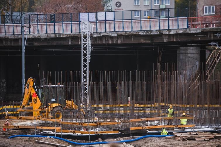 Trwa budowa nowego wiaduktu Biskupia Górka. Obecny jest w złym stanie technicznym