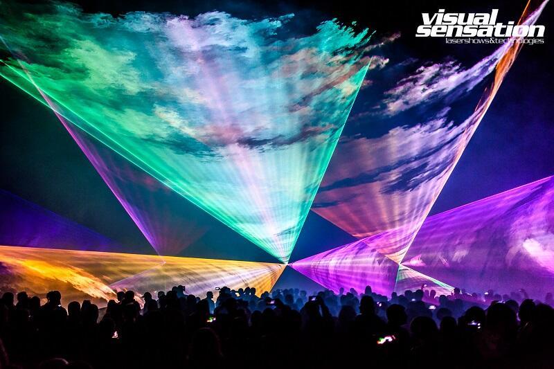 Laserowy pokaz przestrzenny pełen barw, muzyki, imponujących efektów...