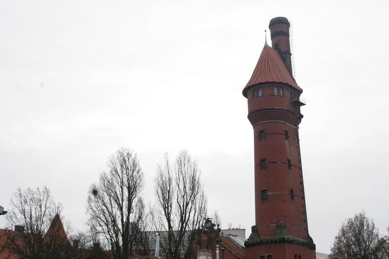 Wieża ciśnień to obiekt niezwykły, nie tylko dlatego, że zespolona jest z kominem i Laboratorium Maszynowym