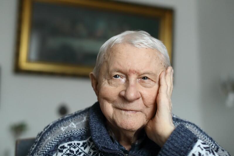 Urodził się w 1914 roku, ranny podczas drugiej wojny światowej, szczęśliwie przeżył. Po wojnie przyjechał do Gdyni, od lat mieszka w Gdańsku. Pan Adam Serafin skończył 104 lata!