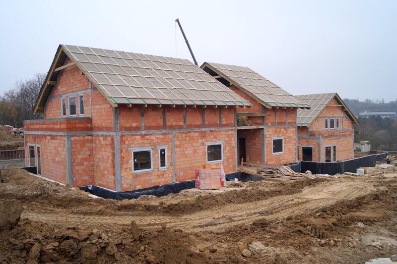 Dwa, z trzech budynków Pogotowia Opiekuńczego, mają już zadaszenie