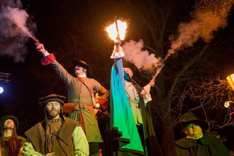 To już tradycja, że dokładnie 28 stycznia każdego roku zieleniec naprzeciwko Ratusza Staromiejskiego, otaczający pomnik Jana Heweliusza, przemienia się w miejsce świętowania urodzin słynnego gdańskiego astronoma. Jak było tym razem? Oczywiście barwnie, hucznie i karnawałowo