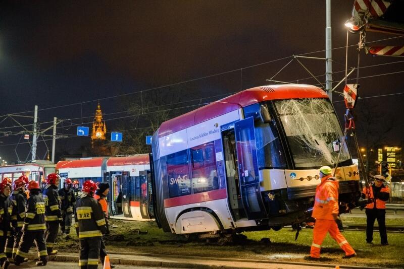 We wtorek, 20 lutego, około godz. 16.30 doszło do kolizji tramwaju z autem osobowym na skrzyżowaniu przy Zieleniaku. Tramwaj wypadł z torów - wypadek zatarasował ruch w centrum miasta. Tramwaje linii 2, 3, 6, 8, 9, 10 i 12 kursowały zmienionymi trasami. O godz. 22.00 ruch tramwajowy został przywrócony