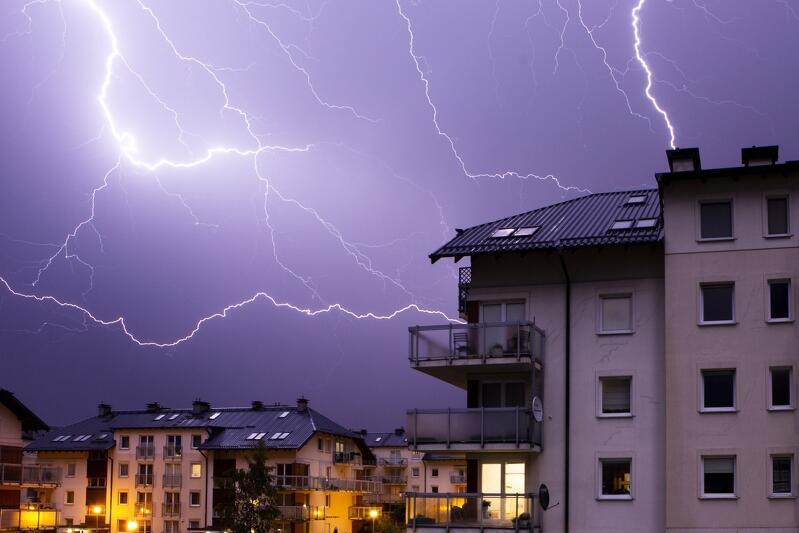 Burza z błyskawicami widziana w dzielnicy Piecki Migowo w piątek, 25 maja