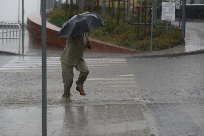 Po południu w środę, 1 sierpnia, w ciągu dosłownie kilkudziesięciu minut w Śródmieściu, na Chełmie i na Dolnym Mieście spadło od 29 do 52 mm deszczu. Do największego zalania na skutek gwałtownych opadów doszło na skrzyżowaniu ulic 3 Maja i Nowych Ogrodów. Setki osób usuwały wieczorem i w nocy ze środy na czwartek skutki wielkiej burzy.