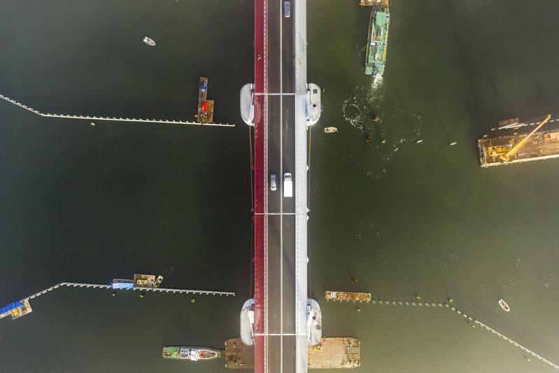 """Funkcjonuje od 10 listopada, łączy Wyspę Sobieszewską ze stałym lądem. Jego oficjalna nazwa to """"Most 100-lecia Odzyskania Niepodległości Polski"""", ale w dniu otwarcia wielokrotnie nazywano go """"mostem, który łączy"""""""