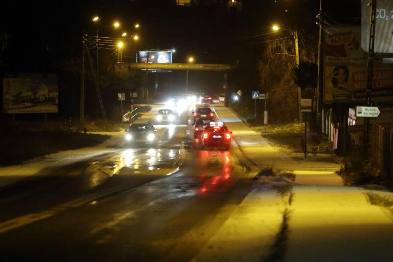 Wieczorem w środę, 2 stycznia, na większości ulic Gdańska było ślisko. Na zdjęciu ul. Małomiejska