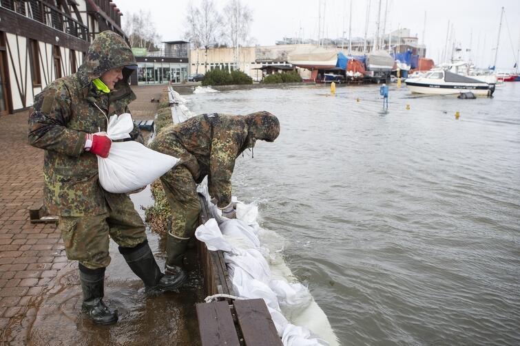 Górki Zachodnie. Zabezpieczenie przeciwpowodziowe przy nabrzeżu Narodowego Centrum Żeglarstwa w Gdańsku