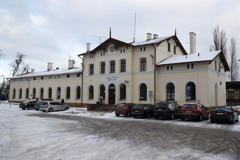 Dworzec PKP Gdańsk Oliwa kilka lat temu przeszedł już częściową modernizację, ale wciąż jest tu wiele do zrobienia