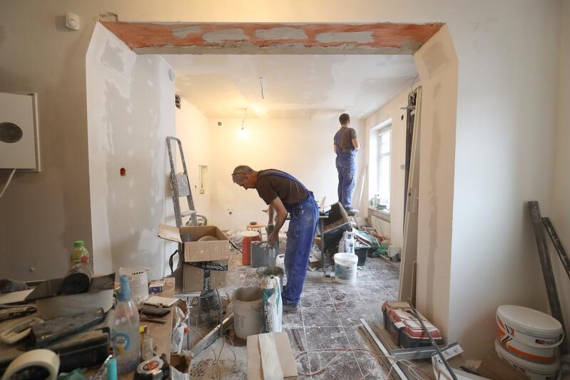Remont wnętrza adaptowanego na potrzeby kawiarni wkrótce dobiegnie końca