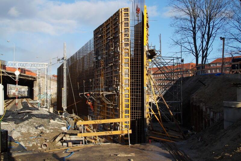 Praca przy budowie nowego gdańskiego wiaduktu w śródmieściu wre