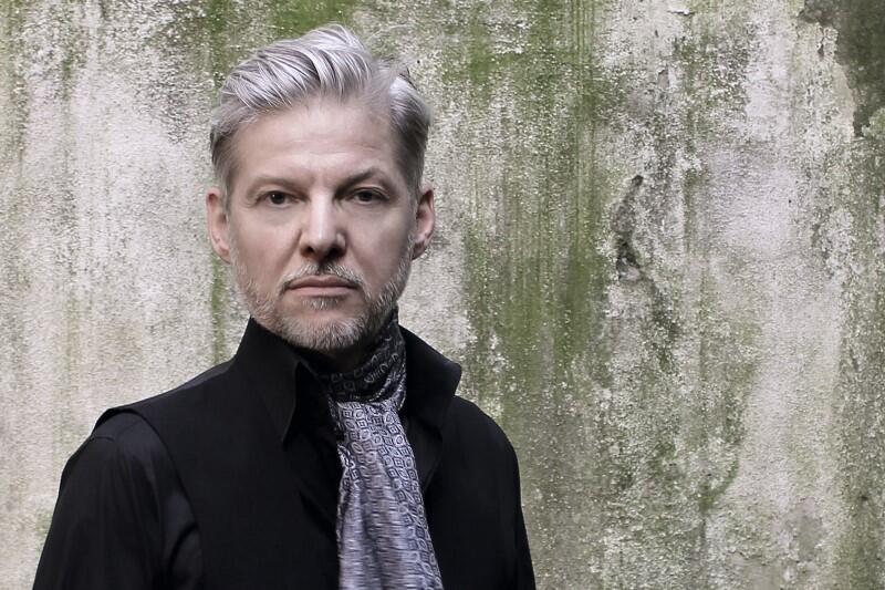 GAS to producent Wolfgang Voigt, który w drugiej połowie lat 80. współtworzył niemieckie minimal techno