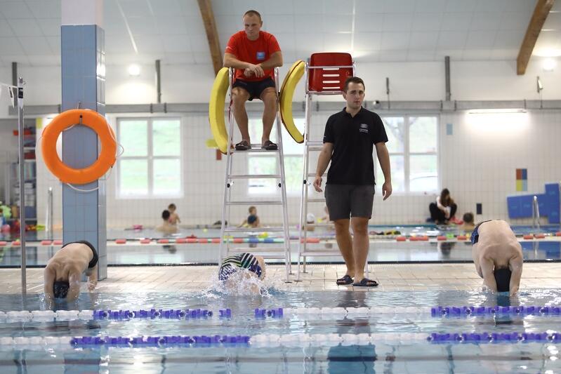 Zajęcia na pływalni na Chełmie