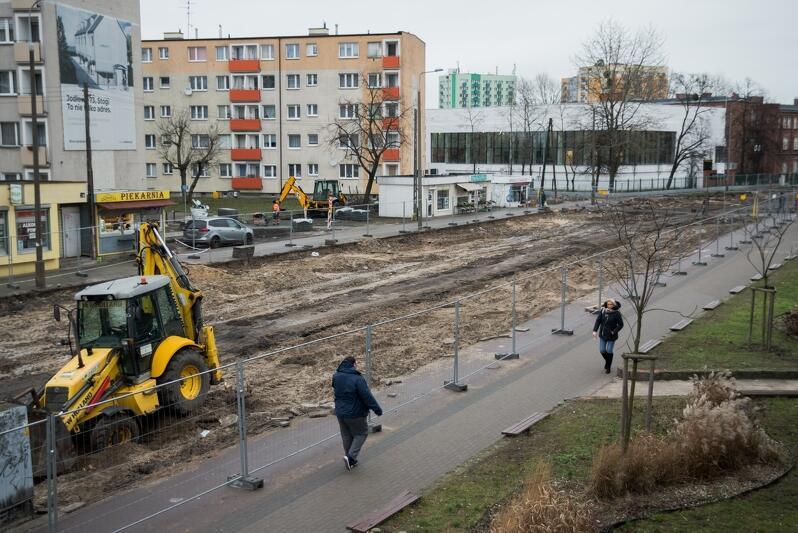 Z ul. Stryjewskiego zniknęła już wysłużona jezdnia oraz torowisko