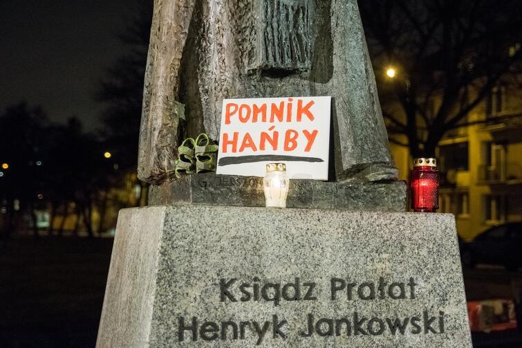 Protesty to reakcja na grudniowy reportaż Gazety Wyborczej, w którym oskarżono ks. Jankowskiego o pedofilię i krzywdzenie dzieci