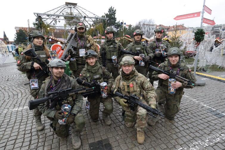 Takich uzbrojonych w puszki wolontariuszy można spotkać m.in. na Targu Węglowym