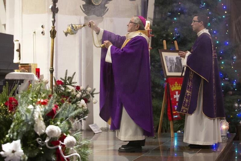 Nabożeństwo poprowadził metropolita gdański Sławoj Leszek Głódź, towarzyszyli mu duchowni wielu reprezentowanych w naszym mieście religii i wyznań
