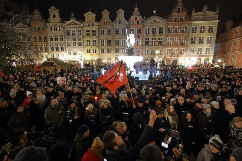 Tłumy na wiecu w Gdańsku
