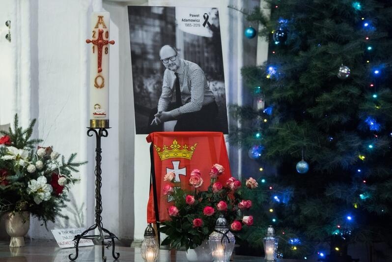 Ołtarz w Bazylice Mariackiej podczas nabożeństwa żałobnego pamięci Pawła Adamowicza, 15 stycznia 2019 r. Tutaj prochy prezydenta spoczną na zawsze