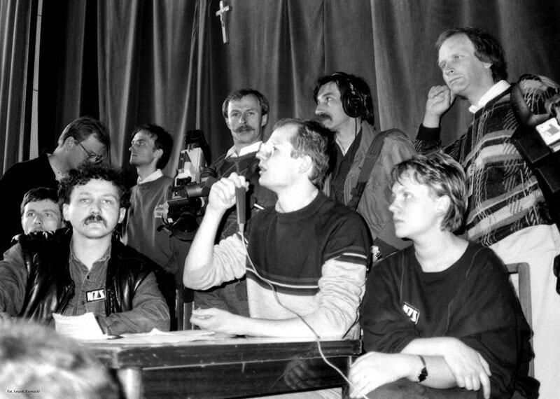 Strajk majowy na Wydziale Humanistycznym Uniwersytetu Gdańskiego. Przemawia Paweł Adamowicz - przewodniczący komitetu strajkowego