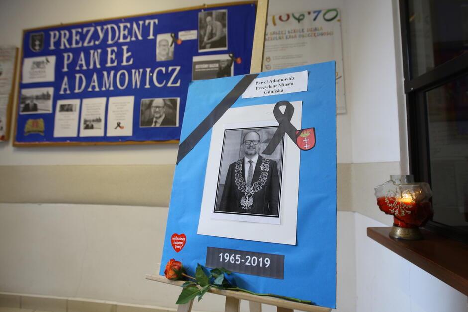 Gdańskie szkoły upamiętniają zmarłego tragicznie Pawła Adamowicza