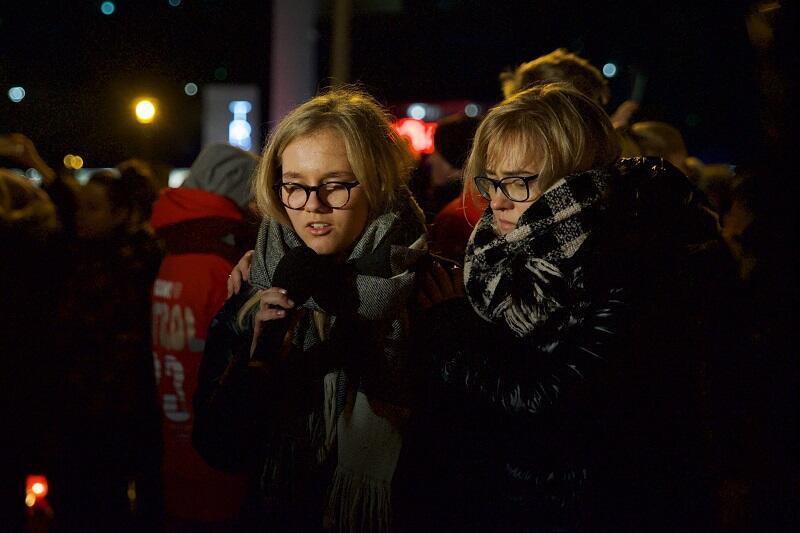 Antonina i Magdalena - córka i żona prezydenta Pawła Adamowicza na wiecu pod ECS