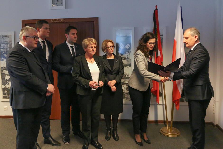 Pełnomocnictwo wręczył byłej już wiceprezydent Gdańska wojewoda Dariusz Drelich