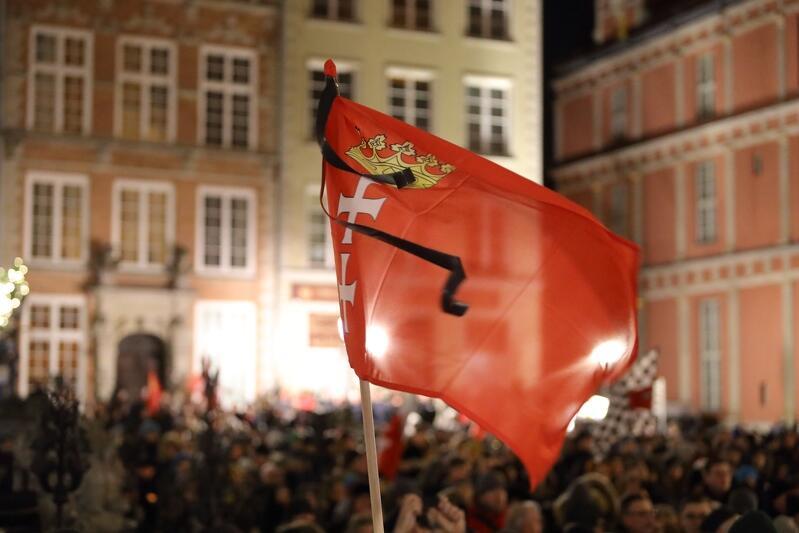 Długi Targ, 14 stycznia 2019 r., gdańszczanki i gdańszczanie żegnają prezydenta Gdańska Pawła Adamowicza